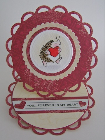 circle easel card with hedgie carrying a red heart