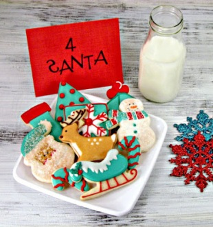 Aqua-Red-Decorated-Christmas-Cookies-via-www.thebearfootbaker.com_